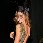 villa-casuarina-blog-baile-mascaras-fantasias-vogue-fotos-philippe-kliot-4