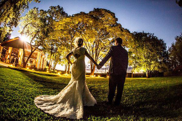08 - Casal-noivos-Villa-Casuarina-casamento-no-campo