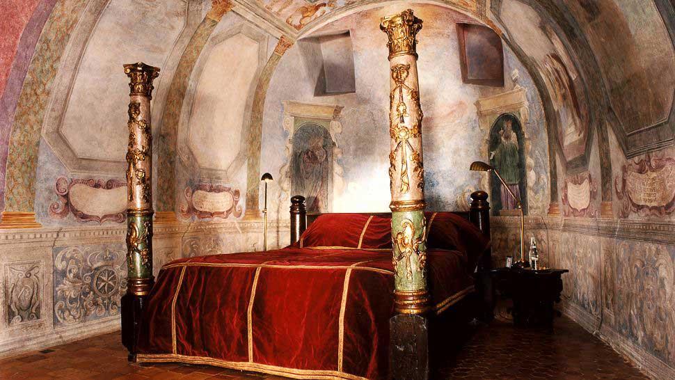 Villa-Casuarina-Chateau-bagnols-bedroom