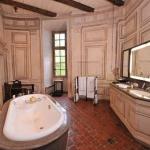 villa-casuarina-chateau-de-bagnols-bathroom-