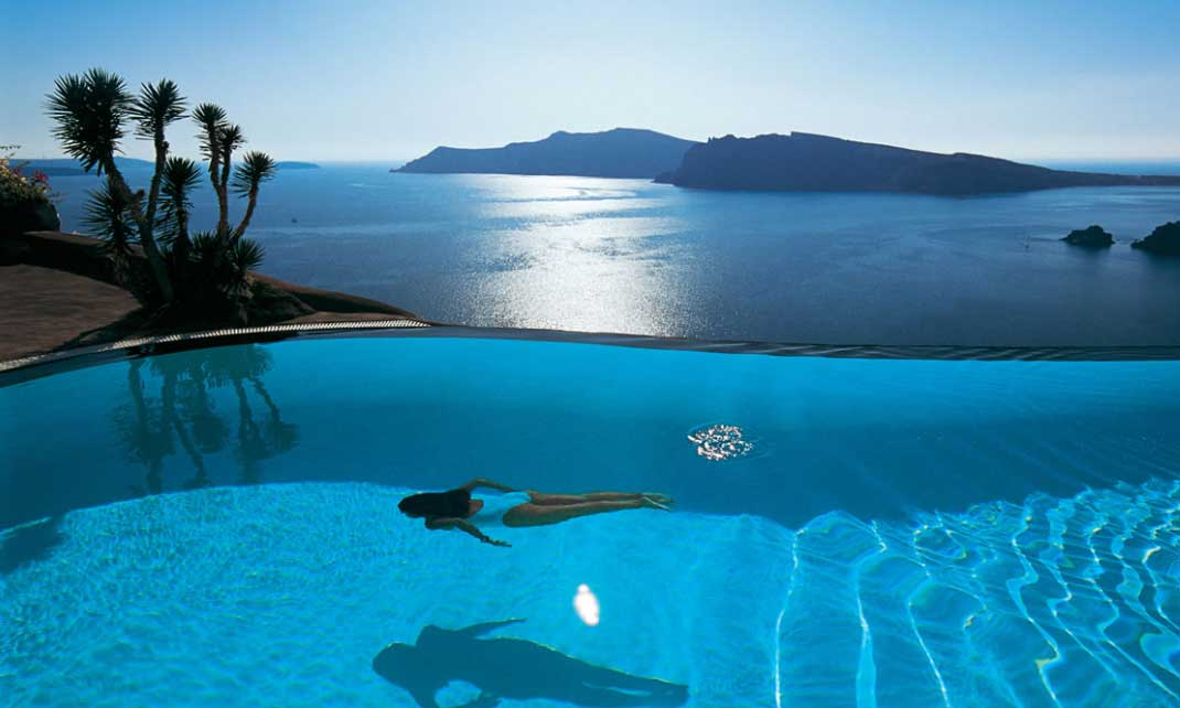 hotel-santorini-pool-girl