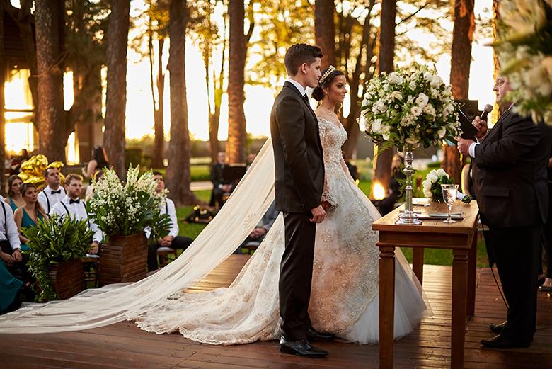 casamento-classico-tradicional-cerimonia-ar-livre-por-do-sol